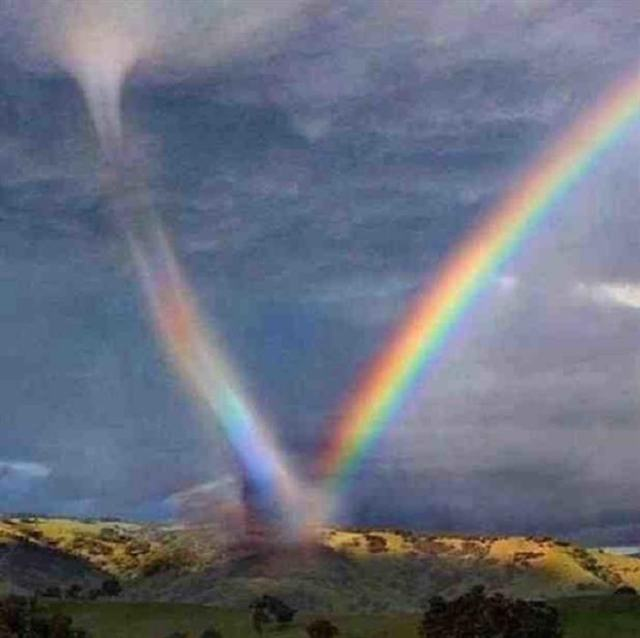 Tornado con Arco Iris