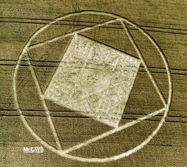 Crop circle bola con cuadrado