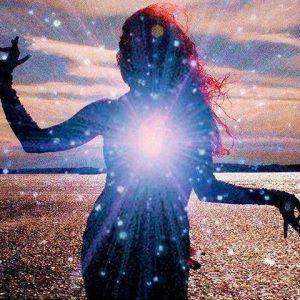 Mujee tocada por los rayos cosmicos