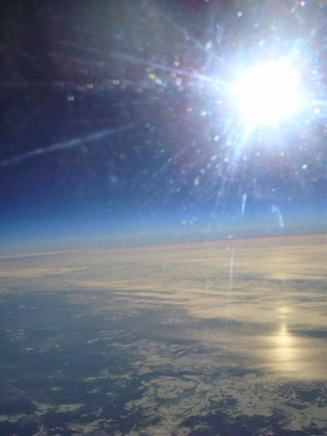 Chispas de luz hacia el planeta