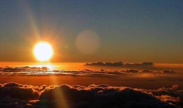 Sol con orbe