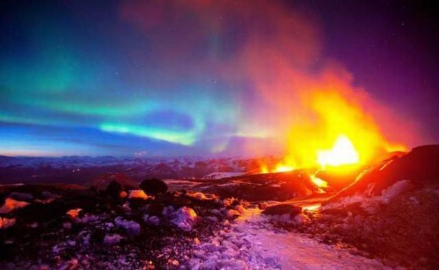 Volcan con Aureolas Boreales
