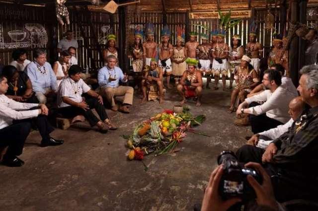 Reunion con Letlicia e indigenas