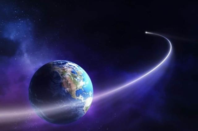 AStro dandole la vuelta a la Tierra