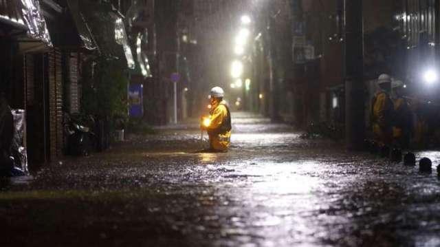 Japon impactado por el mas poderoso tifon en decadas